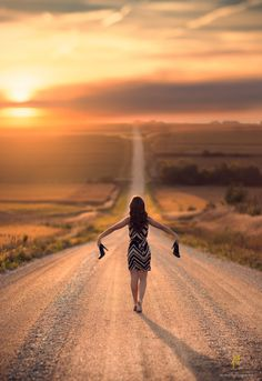 Id LOVE to have a pgoto of me like this. Reminds me of home.Photo Heels by Jake Olson Studios on 500px
