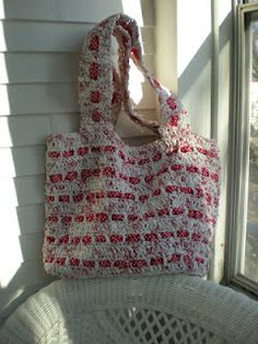 The Cutest Plarn Grocery/Beach Bag pattern.....made from plastic grocery bags.