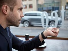 Volvo lansează o modalitate de control a automobilelor sale prin intermediul brăţării Microsoft Band 2 (Video)