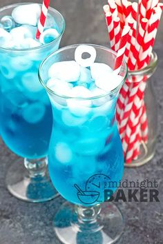 If you enjoyed this refreshing ocean water at the restaurant, you'll love this Sonic copycat recipe so you can make it at home. Non Alcoholic Drinks, Fun Drinks, Beverages, Cocktails, Blue Food Coloring, Coloring For Kids, Sonic Restaurant, Rainbow In A Jar, Farm Animal Coloring Pages