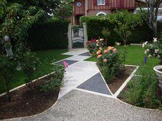 Une allée en motifs de graviers et pavés pelouse,pavés,gravier,trèfle - par tintin24 sur le #CDB