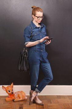 Macacão jeans, sapatilha de oncinha, Julia Petit