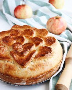 Добрый день друзья  пусть мрачная и серая погода не отражается на Вашем настроении P.S. На фото прекрасный яблочный пирог в готовом виде Для #неделяфудфото_яблоки от @photofoodiemagazine и @moloko.co  ------------------------- #marybakery_ru #bakery #pie #cake #apples #applepie #vscofood #foodphoto #foodblogger #blogger #lifestyle #valesinova_cook #фудфото #выпечка #пирог #яблоки #яблочныйпирог #фудблогер #лайфстайл #блогер
