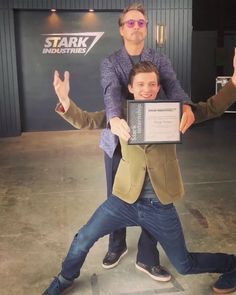 "& Tom Holland on the set of ""Avengers: Endgame"" Funny Marvel Memes, Marvel Jokes, Ms Marvel, Marvel Heroes, Avengers Movies, Avengers Age, Marvel Actors, Siper Man, Robert Downey Jr."