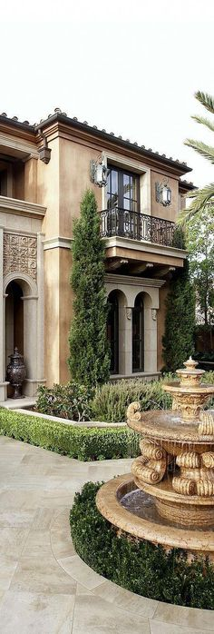 Tuscan design – Mediterranean Home Decor Tuscan Style Homes, Mediterranean Style Homes, Spanish Style Homes, Tuscan House, Mediterranean Garden, Mediterranean House Exterior, Spanish House Design, Style At Home, Style Toscan