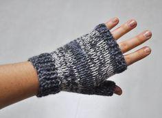 Mitaines jersey � facile Fingerless Gloves Crochet Pattern, Knitted Gloves, Easy Knitting, Knitting Patterns Free, Leather Bracers, Crochet Magazine, Lana, Knit Crochet, Mittens