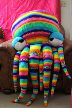 Baby Knitting Patterns Pillow Whooohoooo ♡♡♡♡ saw this Extra Large Crochet Octopus Floor Pillow by… Crochet Diy, Crochet Amigurumi, Crochet Home, Crochet For Kids, Amigurumi Patterns, Crochet Dolls, Knitting Patterns, Crochet Patterns, Crochet Cushions