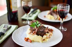Braised Short Ribs With Mashed Potatoes - This is FANTASTIC !  Tried this with garlic and horse radish...