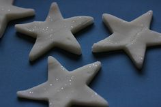 White play-doh recipe from The Imagination Tree is a great way to bring those snowy winter days inside where it's warm! Pinned by SPD Blogger Network. For more sensory-related pins, see http://pinterest.com/spdbn
