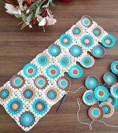 Remember when i shared with you how to make a geometric crochet pillow a new crochet tutorial is so over due i ve been obsessing over circle granny squares lately i recently made my niece Crochet Quilt Pattern, Granny Square Crochet Pattern, Crochet Pillow, Crochet Squares, Crochet Blanket Patterns, Crochet Motif, Crochet Designs, Crochet Flowers, Free Crochet
