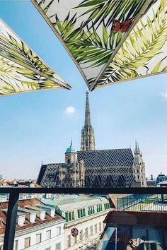 Fancy standing above everything with a cool drink and enjoying a spectacular view over Vienna? Thanks to Vienna's many roof terrace bars and restaurants, you can. We take a close look at five of the most popular venues. Fun Drinks, Vienna, Terrace, Restaurants, To Go, Places To Visit, Scene, Fancy, Good Things