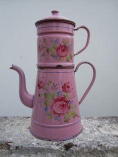 .................sweet roses on pink enamelware coffeepot biggin