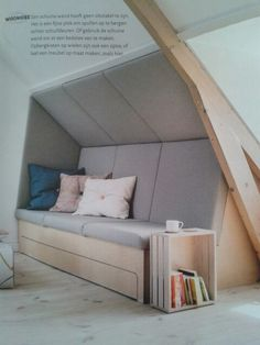 Super nice idea for a bevel! Seen in VT Wonen. - Monnika Bronner - - interior design ideas - Super nice idea for a bevel! Seen in VT Wonen. Attic Bedrooms, Loft Room, Attic Spaces, Interiores Design, Furniture Design, Living Room, Home Decor, Prada Marfa, Roof Storage