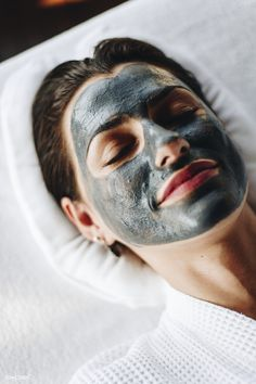 Woman relaxing with a facial mask at the spa premium image by McKinsey Getting A Massage, Good Massage, Natural Face, Natural Skin Care, Skin Care Spa, Facial Treatment, Female Images, Facial Masks, Spa Day