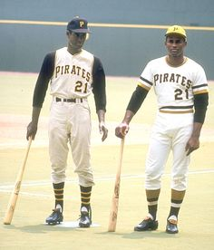 "siphotos: "" Pirates outfielder Roberto Clemente stands next to statue of himself before a 1970 game against the Astros. SI VAULT: The meaning of Roberto Clemente "" I'm sure the Pirates have. Pittsburgh Pirates Baseball, Baseball Star, Baseball Socks, Pittsburgh Sports, Baseball Players, Baseball Cards, Roberto Clemente, Puerto Rico, Batting Average"