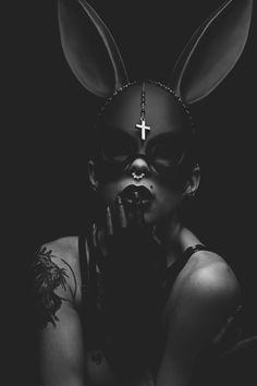 Creepy Photography, Dark Photography, Black And White Photography, Conceptual Photography, Ep Logo, Beautiful Dark Art, Halloween Disfraces, Dark Beauty, Gothic Girls