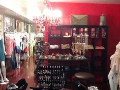 """Shoette débarque aux Etats-Unis !!!   C'est à WASHINGTON DC que se trouve Zina Boutique, notre premier point de vente américain, dans le quartier résidentiel chic de """"U street corridor"""" 1526 U St NW Washington, DC 20009    Découvrez tous nos modèles de ballerines de secours pliables et enroulables sur www.shoette.com"""