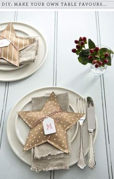 15 Christmas table settings to win you over as the best host – christmas crackers Christmas Countdown, Noel Christmas, Christmas Wrapping, Homemade Christmas, All Things Christmas, Winter Christmas, Christmas Crafts, Xmas, Diy Christmas Crackers