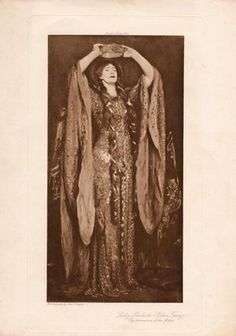 'look as much like soft chain armour as I could, and yet have something that would give the appearance of the scales of a serpent. '(Mrs. J. Comyns Carr's 'Reminiscences'. London: Hutchinson, 1926). The Actor and the Maker: Ellen Terry and Alice Comyns-Carr - Victoria and Albert Museum