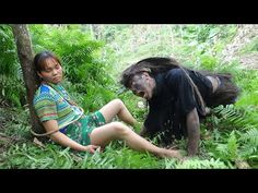 Smart girl : Forest people primitive finding food meet chicken and ethnic girl in wild forest Labor Photos, Girl Pictures, Funny Pictures, Forest People, Cute Kids Photography, Wild Forest, Smart Girls, Primitive, Ethnic