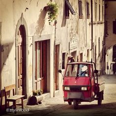 Panzano, Chianti - love it. Home of Dario. Italian Life, Wish I Was There, Places In Italy, Dream Vacations, Vintage Posters, Florence, Countryside, 3d Printing, Vespa Ape
