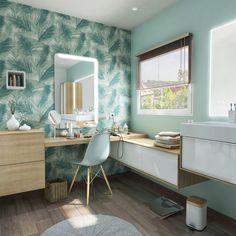 Une salle de bains tendance avec des meubles effet bois et un papier peint nature !  #papierpeint #wallpaper #chaise #meuble #bois #tendance #ideedeco #madecoamoi #tendance #leroymerlin