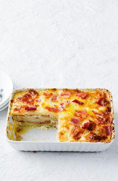 Cheesy potato and bacon 'lasagne' Fish Recipes, Vegetable Recipes, Great Recipes, Favorite Recipes, Recipe Ideas, Cheese Dishes, Potato Dishes, Veggie Dishes, Pizza