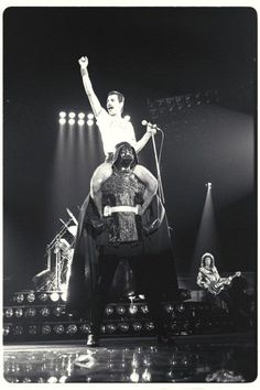 There is nothing wrong with this photo.  #freddieforever