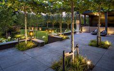 Moderne tuin met spectaculair verlichtingsplan. Directe en indirecte verlichting…