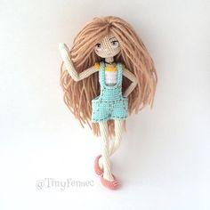 Amigurumi doll wearing dungarees. (Inspiration).