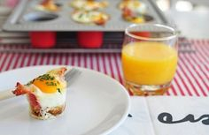 <p>To rozumiem! 6 porcji zapiekanych jajek za jednym zamachem. To naprawdę dobry pomysł. Idealnie sprawdza się przy wizycie porannych głodomorów. Nie muszę pół poranka stać nad kuchnią i smażyć jajek każdemu z osobna. Goście nie muszą ograniczać się do wyboru składników. Wystarczy mieć kilka jajek, a reszta już zależy od naszej inwencji – ser, szynka, […]</p>