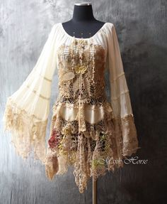 If you really also very long to be a hippies idol, be sure you know all the necessary policies and design tips on how to wear the boho-chic design and style pattern! Gypsy Style, Boho Gypsy, Hippie Style, Bohemian Style, Boho Chic, Bohemian Skirt, Gypsy Skirt, Boho Outfits, Fashion Outfits