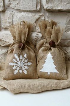 Burlap Gift Bags Snowflake and Christmas Tree by FourRDesigns All I Want For Christmas, A Christmas Story, All Things Christmas, Christmas Fun, Christmas Gift Bags, Burlap Christmas, Christmas Wrapping, Christmas Stockings, Burlap Crafts