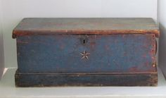 EARLY LATE 18TH. OR EARLY 19TH. CENTURY SEAMAN'S CHEST, BEST BLUE PAINT.