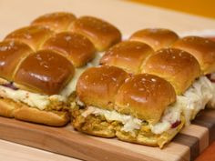 Leftover Thanksgiving Pull-Apart Sliders Thanksgiving Leftover Recipes, Thanksgiving Leftovers, Turkey Leftovers, Thanksgiving Food, Hot Turkey Sandwiches, Food Network Recipes, Cooking Recipes, Slider Recipes, Leftovers Recipes
