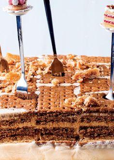 Bolo de Bolachas com Creme de Mascarpone e Manteiga de Amendoim Portuguese Desserts, Portuguese Recipes, Trifle, Other Recipes, Sweet Recipes, Cheesecakes, Fondant Cakes, Cupcake Cakes, Cupcake Recipes