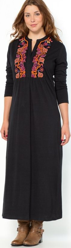 This casual dress from la redoute is perfect for Paris. Build your European travel wardrobe around black and other neutrals. I'm not usually into neutrals but you have to stay dark (navy blue, plum, etc.) if you're a plus size woman traveling to Paris. I think it's the law for all women... haha... read why you want to wear black and how to keep from looking like Morticia - article - http://www.boomerinas.com/2012/04/25/paris-street-style-for-women-over-50/