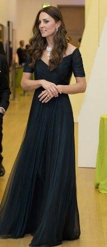 http://www.fashionassistance.net/2014/02/kate-middleton-de-jenny-packham-y-con.htmlFashion Assistance: Kate Middleton de Jenny Packham y con las Joyas de la Corona