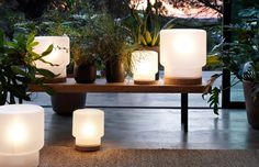 Unwind in the gentle, warm glow of SINNERLIG table lamps in frosted glass and cork.