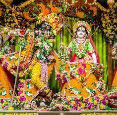 Iskcon Krishna, Radhe Krishna, Janmashtami Decoration, Radha Krishna Wallpaper, Radha Rani, Indian Gods, Lord Krishna, Flower Dresses, Deities