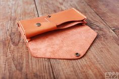 Leather Diy Crafts, Leather Gifts, Leather Projects, Leather Craft, Handmade Leather, Vintage Leather, Leather Clutch Bags, Leather Purses, Leather Totes