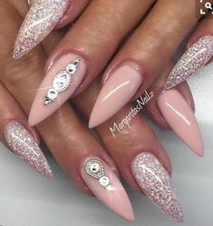 ▷ ideas for pointed nails - design and design nägel bil . - ▷ ideas for pointed nails – framing and design nails pictures ideas to design p - Fancy Nails, Trendy Nails, Hot Nails, Hair And Nails, Nude Nails, Stiletto Nails Glitter, Black Nails, Nail Art Designs, Nails Design