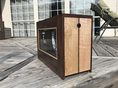 A place where people can come to learn and share their experiences of doing, building and fixing things on their own. Wood Computer Case, Custom Computer Case, Computer Cover, Wooden Case, Wooden Diy, Diy Pc, Mini Itx, Custom Pc, Pc Setup