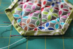 Hexagonal coasters tutorial! Quilting Projects, Sunglasses Case, Coasters, Quilts, Blog, Pattern, Fabric, Photography, Scrappy Quilts