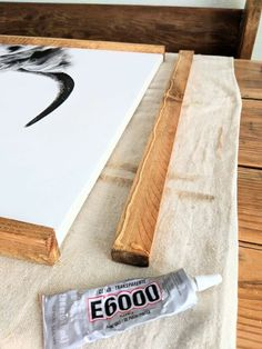 Easy DIY Wood Photo Frame Frame your own art with a DIY wooden photo frame and a few simple supplies. Get an effortless farmhouse style wood photo frame or art frame with this simple DIY tutorial. Diy Wall Art, Diy Art, Diy Framed Art, Diy Canvas Frame, Framed Canvas, Photos On Canvas Diy, Framing Canvas Art, Painting Frames, Marco Diy