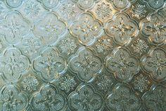 レトロな窓ガラスの模様もステキ。