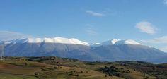 Χιονισμένες οι κορυφές του Ολύμπου (FB) Macedonia Greece, Greece Travel, Mountains, Nature, Yoga Pants, Paradise, Naturaleza, Greece Vacation, Nature Illustration