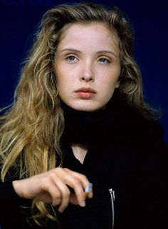 A very young Julie Delpy Julie Delpy, French Beauty, Timeless Beauty, Hollywood Actor, Hollywood Stars, Divas, Bare Beauty, Beautiful Young Lady, French Actress