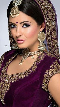 ❋Indian Bride❋Laya Can't get enough of this colour. Indian Bridal Makeup, Asian Bridal, Bridal Beauty, Leighton Meester, Moda Indiana, Mode Glamour, Beauty And Fashion, Exotic Beauties, Pakistani Bridal