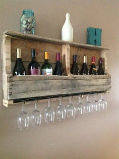 Great DIY – Pallet Wine Rack–for a kitchen wall or basement wall. Great DIY – Pallet Wine Rack–for a kitchen wall or basement wall. Wood Wine Racks, Wall Wine Glass Rack, Wall Hanging Wine Rack, Pallet Wine Rack Diy, Wooden Rack, Diy Hanging, Diy Pallet Furniture, Rustic Furniture, Furniture Plans